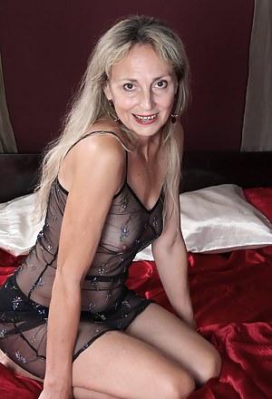 Moms Lingerie Porn Pictures