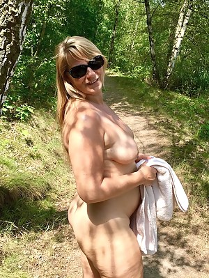 Moms Outdoor Porn Pictures