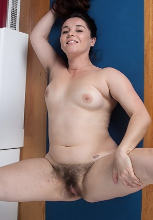 Gallery hairy mom Girls in
