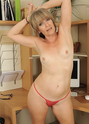 Moms Thong Porn Pictures