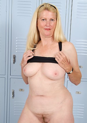Moms Locker Room Porn Pictures