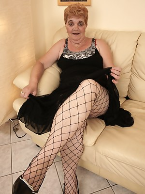 Moms Fishnet Porn Pictures